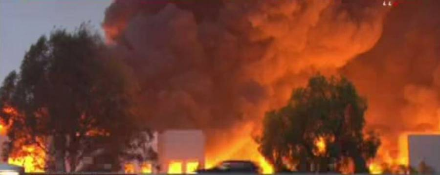 Se incendia bodega de Amazon en Redlands