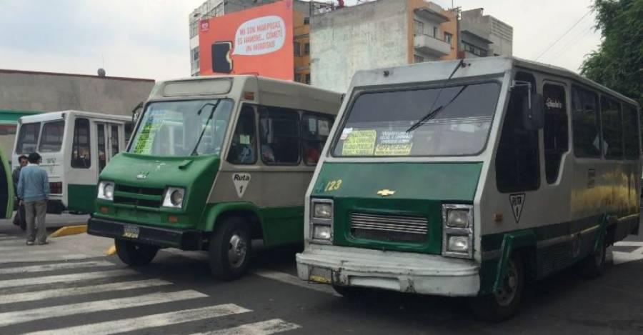 Bonos de gasolina son entregados a choferes de transporte público como apoyo por Covid-19