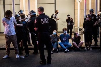 Detienen en NY a unos 250 manifestantes por incumplir toque de queda