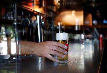Reabrirán bares y discotecas españolas sin pistas de baile