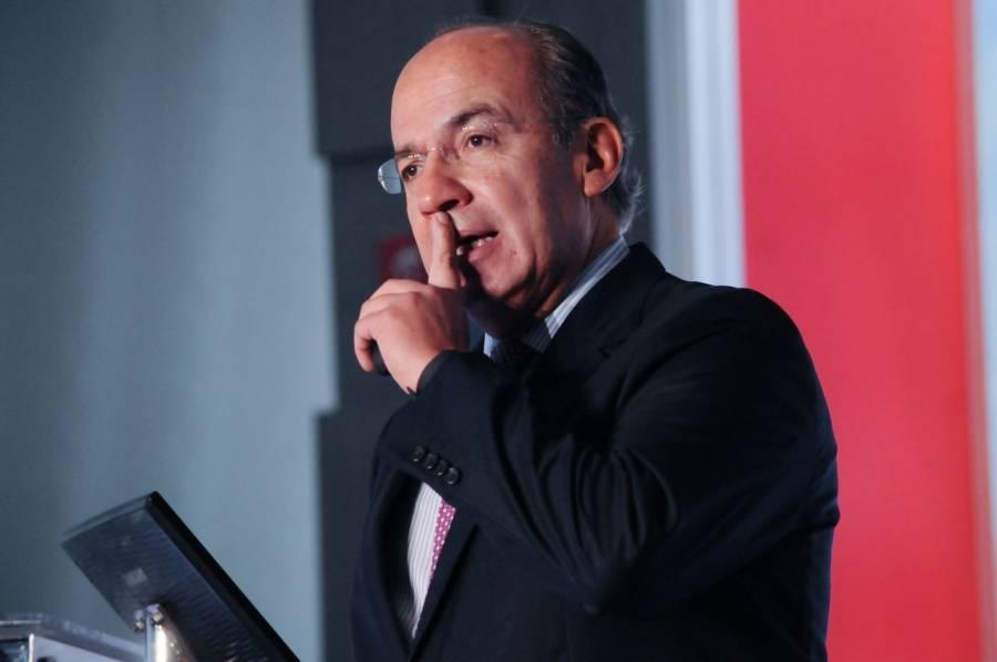 """Felipe Calderón reporta """"sacudida fuerte"""" en CDMX"""