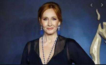 Acusan a JK Rowling de transfobia en Twitter por comentario sobre menstruación