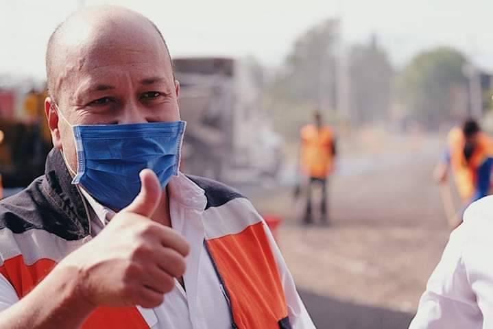 Enrique Alfaro supervisa entrega de despensas del programa