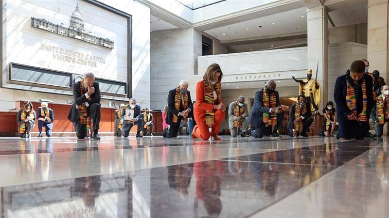En tributo a George Floyd, demócratas se arrodillan en congreso de Estados Unidos