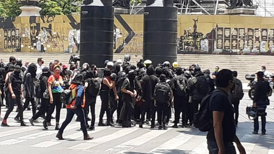Feministas marchan del Reforma al Zócalo capitalino