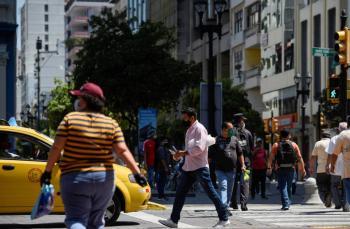 Con 10 muertes diarias, Ecuador asegura que está controlando la pandemia