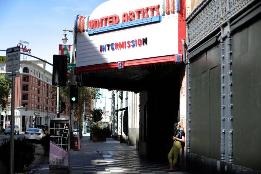 California reabrirá sus salas de cine al 25% de capacidad