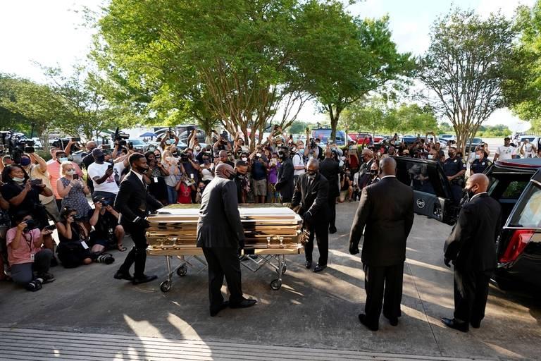 Tras seis días de funerales y ceremonias, sepultan restos de George Floyd
