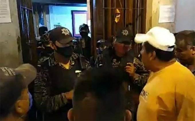 Otro enfrentamiento, ahora entre ambulantes y policía en Puebla
