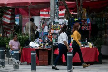 Pese a restricciones, comercios y puestos callejeros reabren en la CDMX