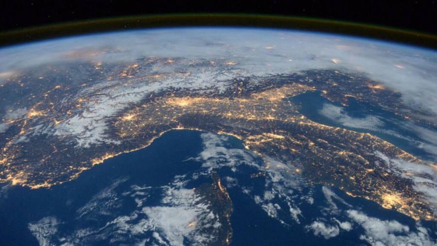 Descubren una señal que se repite en el espacio cada 157 días