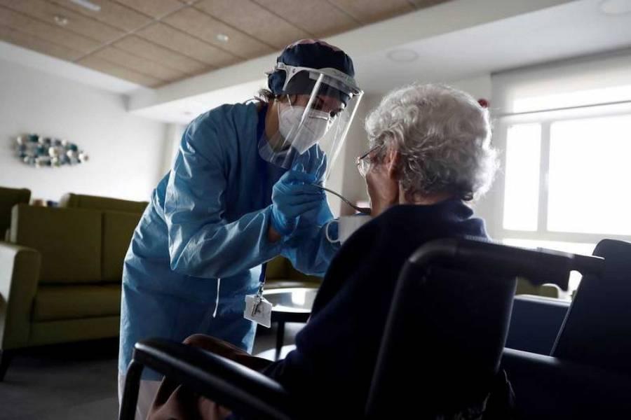 Protocolo de Madrid prohibía llevar  a ancianos de asilos a hospitales