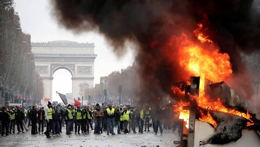Protesta en Paris por asesinato de afroeuropeo