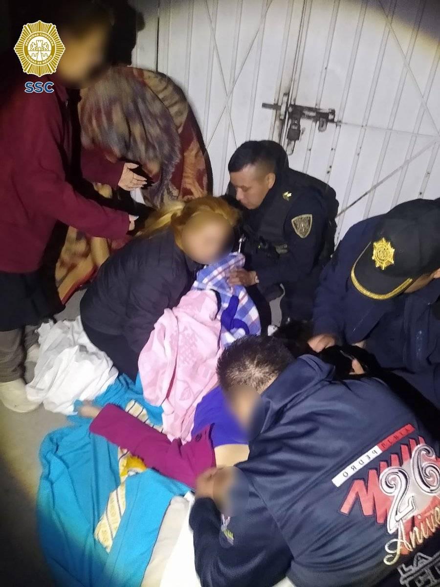 Policías capitalinos ayudan a mujer a dar a luz a sus gemelos en Xochimilco