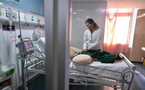 Mujer enferma de covid-19 canta en el hospital para levantar el ánimo