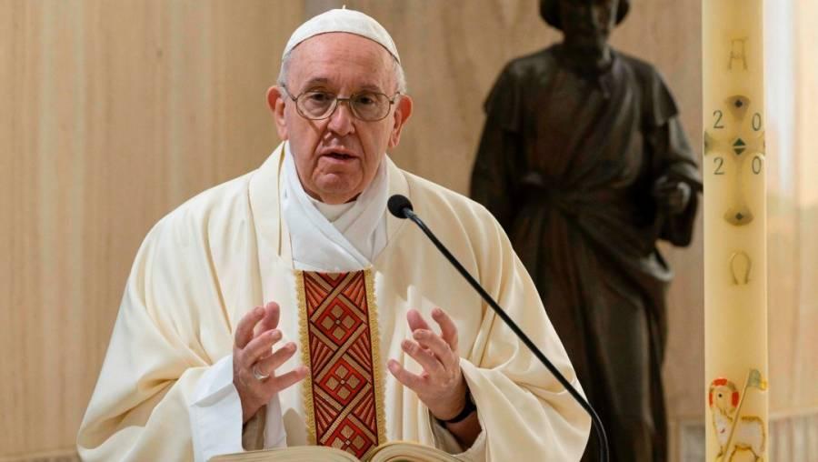 Revela AMLO que empresarios lo fueron a acusar con Papa Franciso