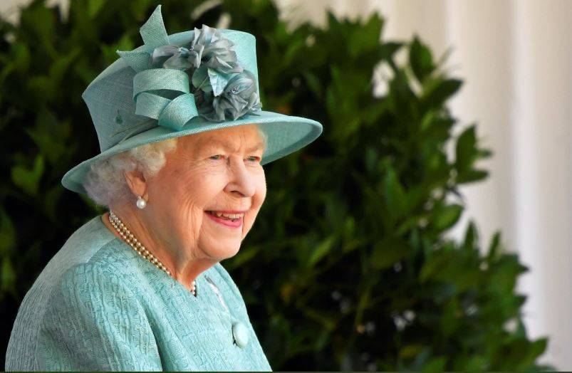 Isabel II celebra su cumpleaños sin multitud en el castillo de Windsor