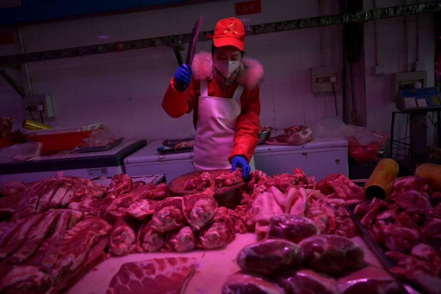 Por brote de Covid-19, cierran principal mercado en Pekín