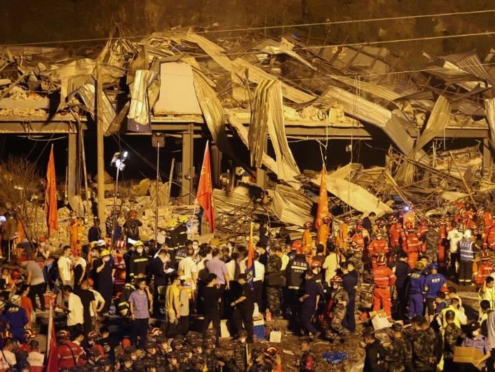 Explosión de camión de gas deja 19 personas muertas en China
