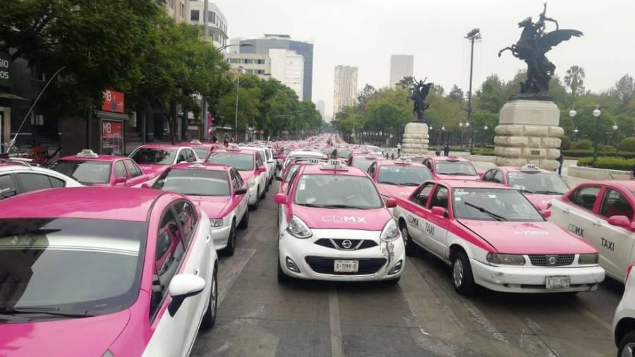 Taxistas protestan en el Hemiciclo a Juárez