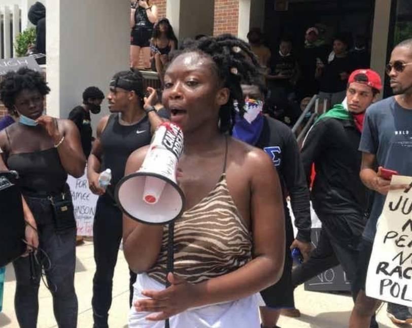 Encuentran sin vida a joven activista en Florida