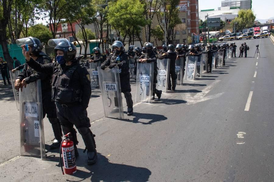 Policías y taxistas piden mejor sueldo y apoyos