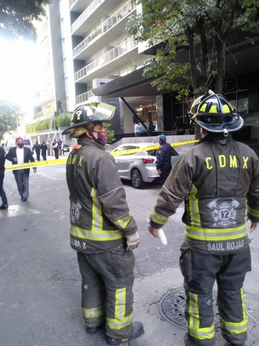 Muere mujer al caer desde el cuarto piso de un edificio en la capital