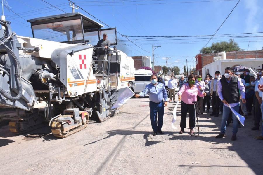 Dan banderazo de salida para renovar calles de Soledad