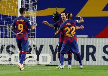 Barcelona vence sin problemas al Leganés; Javier Aguirre, expulsado