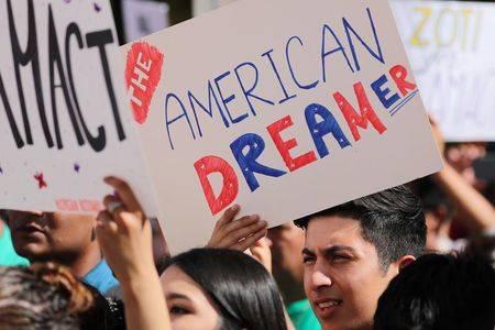 Corte Suprema bloquea intento de Trump de cancelar DACA