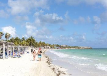 Cuba se abre al turismo… a medias