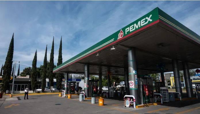 Autorizan a Pemex vender gasolina de menor calidad y diesel alto en azufre durante Covid-19