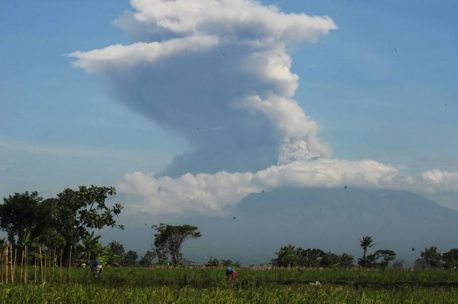 El volcán Merapi en Indonesia entra en erupción [Video]