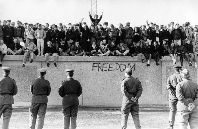 Cruzando el muro de Berlín
