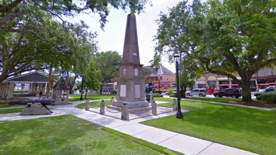 Ciudad más antigua de EE.UU. retirará obelisco de supuesto militar esclavista