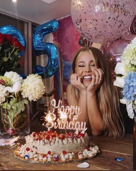 Danna Paola celebra sus 25 años con flores