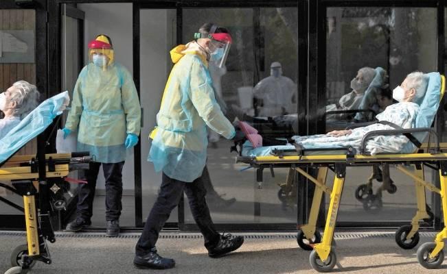 Casi 17 mil de 28 mil personas muertas  por Covid en España lo hicieron en asilos