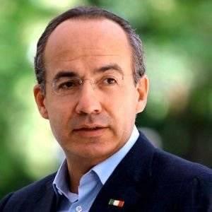 Felipe Calderón aconseja no ser supersticioso