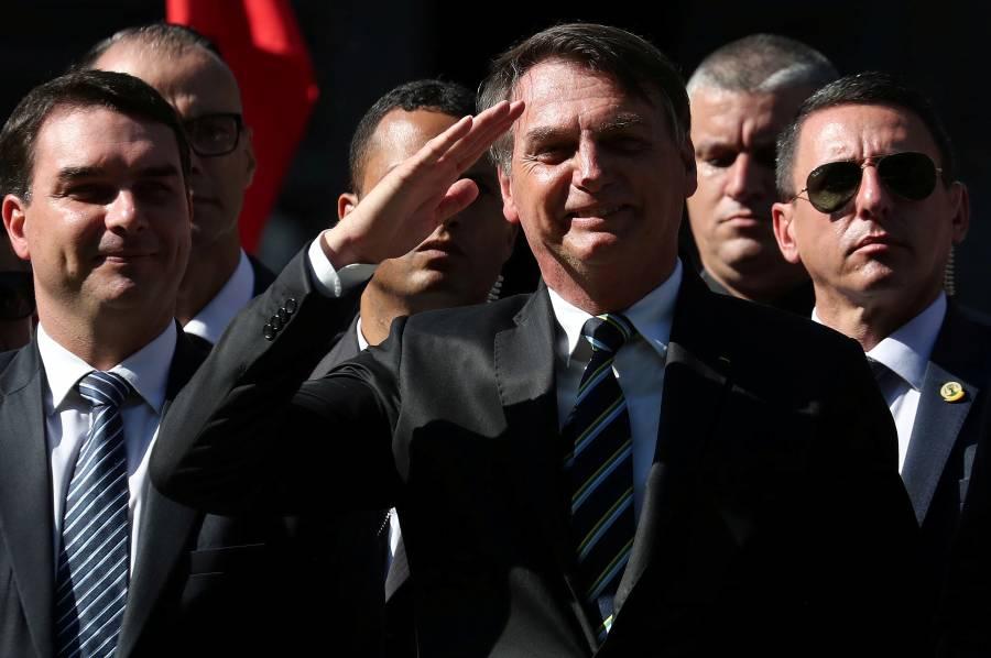 Juez obliga a Bolsonaro a usar  mascarillas en espacios públicos