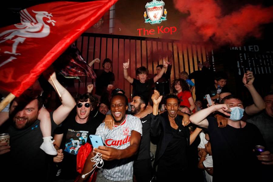"""Afición de los """"Reds"""" rompe medidas en festejos por el título"""