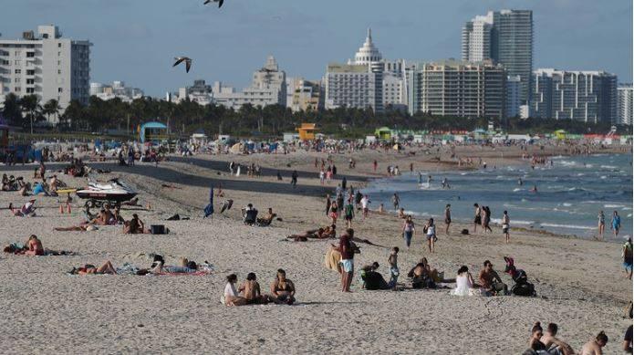 Cierran playas de Miami por récord de contagios de Covid-19