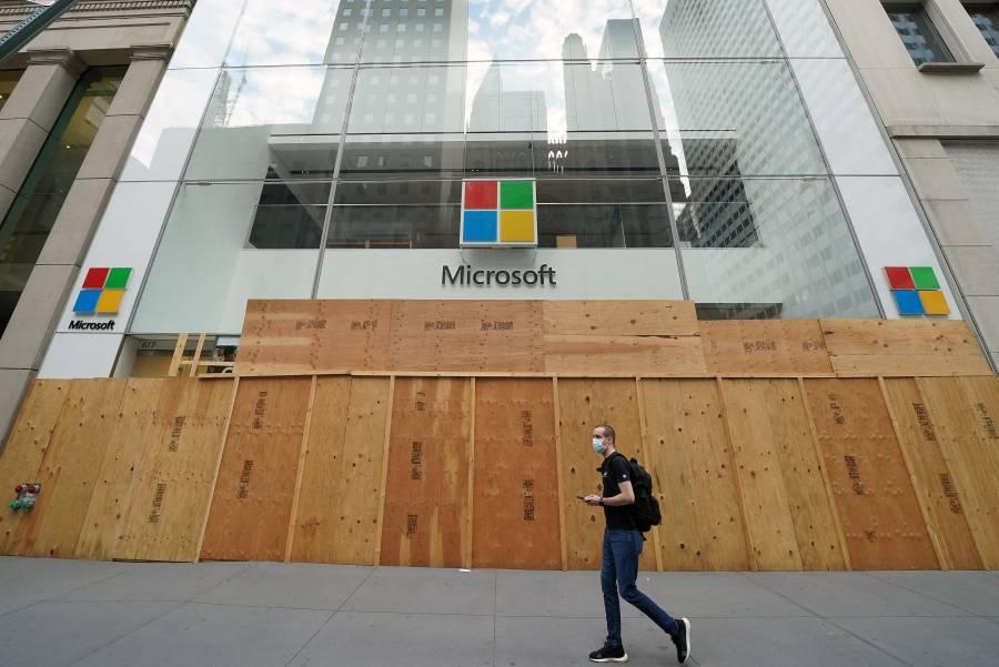 Microsoft cierra tiendas y fortalece la oferta digital