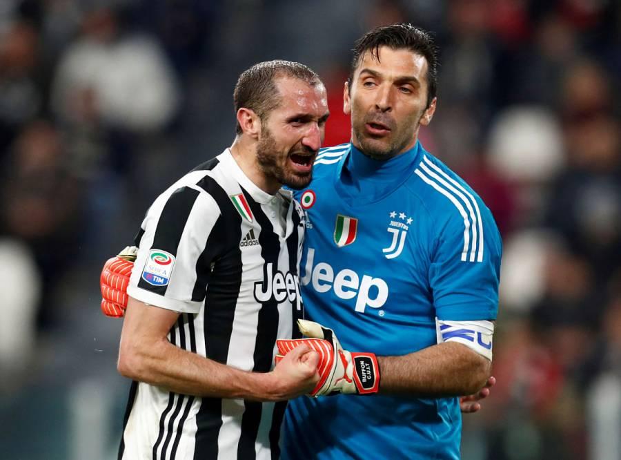 Buffon y Chiellini renuevan con la Juventus por otra temporada