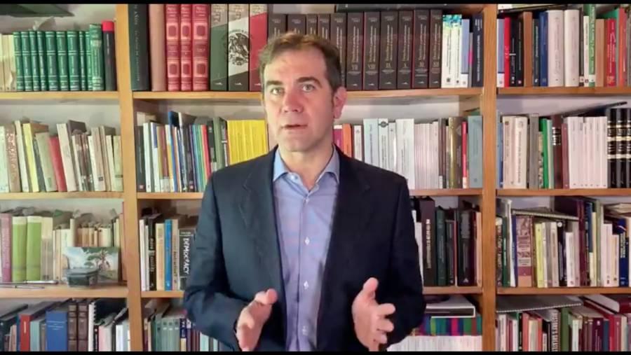 Lorenzo Córdova defiende labor del INE