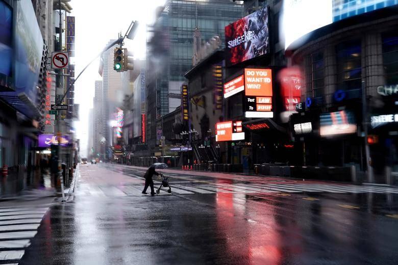 Dan marcha atrás a desescalada ante súbito aumento de contagios de covid-19 en Estados Unidos
