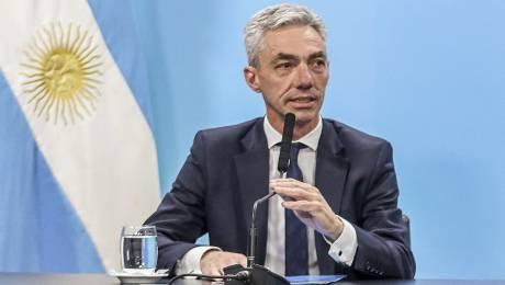Argentina impone permiso de 24 horas para salir
