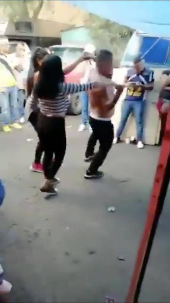 Mucho baile, nada de medidas sanitarias en mercado de Naucalpan