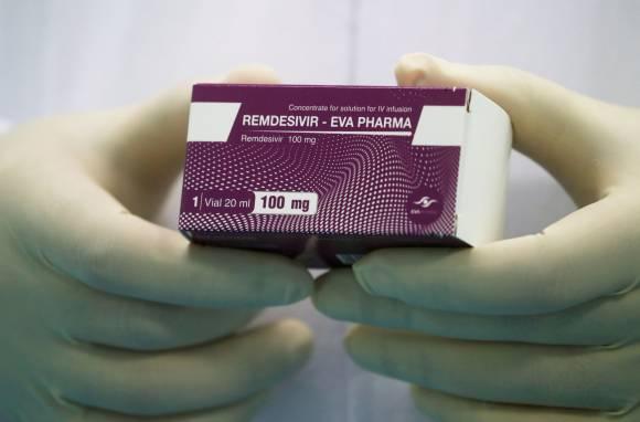 Estados Unidos compra 90% del stock de medicamento contra covid-19