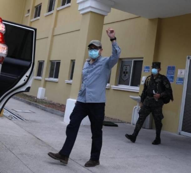 Presidente de Honduras deja el hospital tras superar al Covid-19