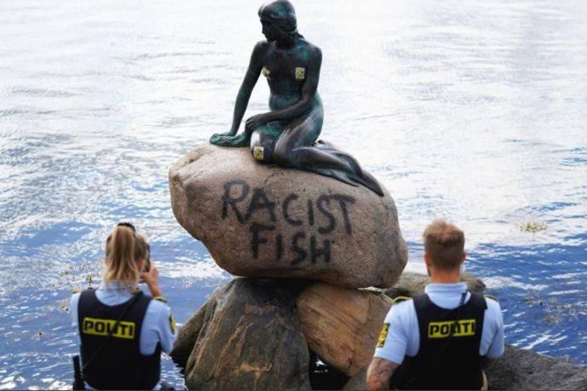 "Vandalizan estatua ""La Sirenita"" de Copenhague con el lema ""pez racista"""